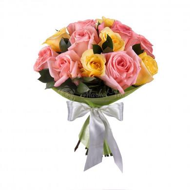 11 розовых и жёлтых роз